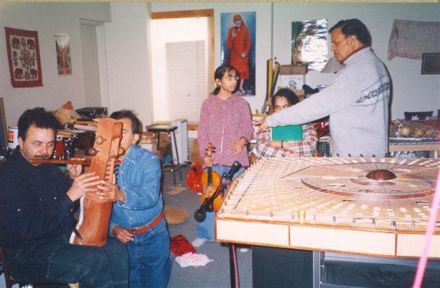 2000-Dec 0002d-Queen E-Jeetu-Satanand-Ruchira-Nmaitta-Dev